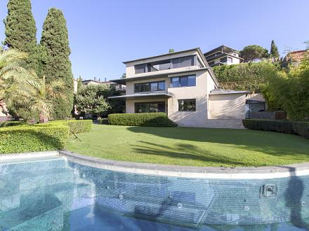 The villa with its impressive pool and garden