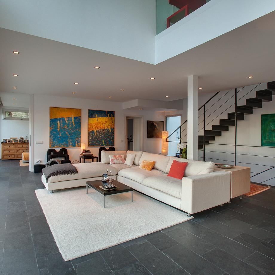 Spacious and bright living area