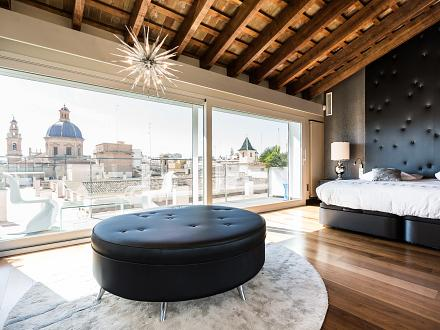 Bedroom with spectacular city views